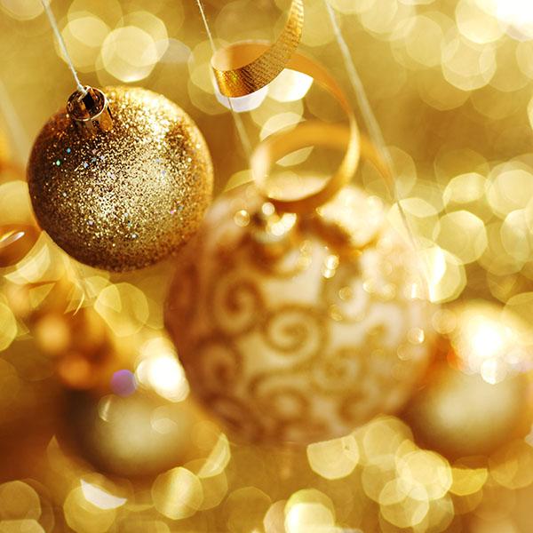 10254927 - golden christmas balls on bokeh background