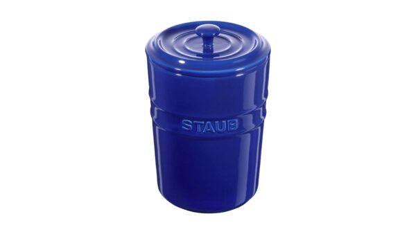 Der Aufbewahrungsbehälter aus der Serie Keramik von Staub ist die ideale Lösung zur Vorratshaltung von Mehl