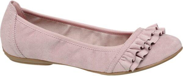 Wie gut sich romantische Rüschen auch an Schuhen machen demonstriert der Ballerina von Graceland Er ist schlank geschnitten und kreiert mit der etwas höheren Ferse dem tiefen Schuhausschnitt und dem flachen Absatz eine mädchenhaft anmutige Silhouette Vorne läuft er sehr schmal zu Eine doppelte Rüschenborte setzt die Schuhspitze ab und gibt dem unifarbenen Design modischen Pepp