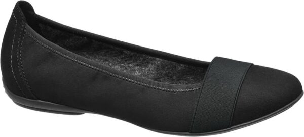 Von eleganter Schlichtheit ist dieser Ballerina von Graceland Das zeitlose Schwarz des Schuhs lässt sich wunderbar mit gedeckten Herbstfarben kombinieren Ein Teil der Schuhspitze ist mit einem ebenfalls in schwarz gehaltenen Textilband verkleidet was dem Ballerina eine ganz besondere Optik verleiht Der Schuh ist zum größten Teil aus Textil gefertigt was für ein angenehmes Tragegefühl sorgt
