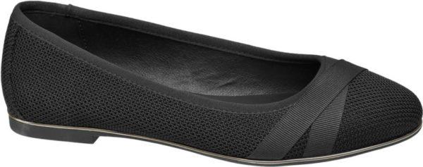 Mit femininer Eleganz und einem attraktiven Unicolor Design weiß der schwarze Ballerina von Graceland zu begeistern Er ist aus Textil mit toniger Strukturierung gefertigt und schlank geschnitten Durch den tiefen Schuhausschnitt und die schmal zulaufende runde Schuhspitze entsteht eine anmutige Silhouette Sowohl der flache 1 cm Absatz als auch die sich kreuzenden Bordüren auf der Schuhspitze sind Ton in Ton in Schwarz gehalten