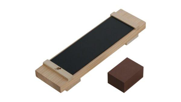 Das Basis-Kit wurde speziell zum Schärfen der Messer von Miyabi entwickelt. Es besteht aus einem Sockel aus Hinoki-Holz