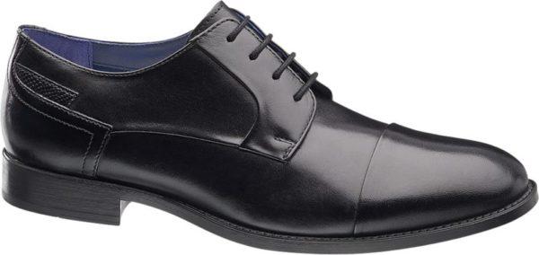 Der Business Schnürer von AM SHOE kommt in einer klassischen Form und einem edlen Design daher Der Schnürer ist aus glattem Leder gefertigt wodurch er ein glänzendes Aussehen erhält An der Hinterkappe schmücken Ziernähte den schwarzen Schuh Die Vorderkappe ist durch eine Ziernaht abgetrennt Der Schuh hat eine offene 4 Loch Schnürung Obermaterial und Innenmaterial sind aus hochwertigem Leder gefertigt