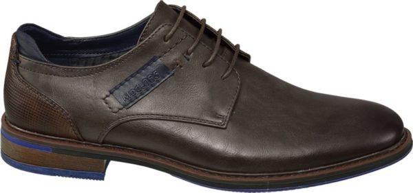 Dieser elegante Business Schnürer von Venice in zeitlosem Braun ist der ideale Begleiter sowohl für geschäftliche als auch alltäglich Anlässe und wertet jedes Outfit optisch auf Durch die farblich abgesetzten Details in verschiedenen Blautönen wirkt der Schuh dennoch aufregend und wird so zu einem echten Blickfang Auch das Detail an der Ferse verleiht dem Schuh das gewisse Etwas und unterstreicht den klassisch eleganten Stil