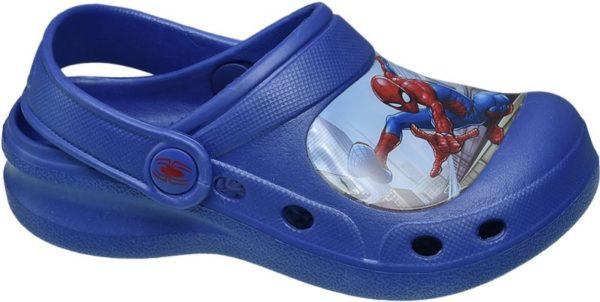 Die blauen Clogs von Spiderman sind für jeden Spaß zu haben Gefertigt aus robustem Material und ausgestattet mit einer dicken Sohle eignen sie sich hervorragend für Garten Strand und Freibad Vorne ist der Schuh geschlossen und hinten offen designt Ein breiter Fersenriemen sorgt für einen guten Sitz Belüftungslöcher verbessern das Schuhklima Highlight das detailreiche Motiv auf der Kappe des Schuhs