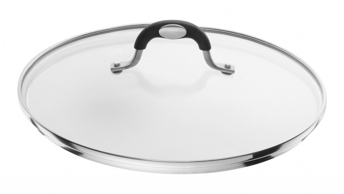Mithilfe des Glasdeckels aus der Serie Taormina von BALLARINI zaubern Sie Gerichte wie ein Profi. Durch den 28 cm großen Deckel kann der Dampf auf die Gerichte permanent und gleichmäßig einwirken. So werden die Speisen gleichmäßig gar und bleiben saftig. Durch seinen Edelstahlrand und den rutschfesten Silikongriff erhält der Deckel eine ansprechende Optik. Außerdem ist der Griff bis 200 °C backofengeeignet. Nach seinem Gebrauch kann der Deckel in den Geschirrspüler gegeben werden. So macht Kochen Freude!