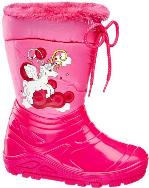 Mit dem pinkfarbenen Gummistiefel von Cortina bleiben auch bei Regenwetter die Füße warm und trocken Er ist wasserdicht kommt mit stabiler profilierter Sohle und ist innen mit einem kuscheligen Futter versehen Dank der fröhlichen Farbe und des zauberhaften Einhorn Prints ist zudem für gute Laune gesorgt Abgerundet wird das Modell von einer praktischen Schnürung im Schaftabschluss und einem pinkfarbenen Webpelz Besatz