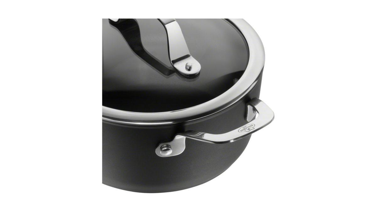 Die wichtigste Zutat für jedes Rezept ist bei diesem Kochtopf der Serie Alba von BALLARINI von Anfang an dabei: die revolutionäre Keravis-Ti-X-Beschichtung. Diese Antihaftbeschichtung ist durch eine zusätzliche Titan-Schicht außergewöhnlich widerstandsfähig und langlebig. So können Sie sich beim Kochen immer darauf verlassen