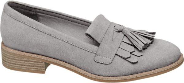 Dass Style und Tragekomfort keine Widersprüche sein müssen beweist der bequeme Loafer von Graceland Er ist aus Synthetik und Textil gefertigt und mit einer modischen Fransen Lasche und Zier Quasten akzentuiert Dank der unkomplizierten Schlupfform ist er im Handumdrehen angezogen Die Laufsohle und der 2 5 cm Blockabsatz sind in braun beigefarbener Schichtoptik designt Erhältlich ist der trendige Loafer in Grau und in Pink