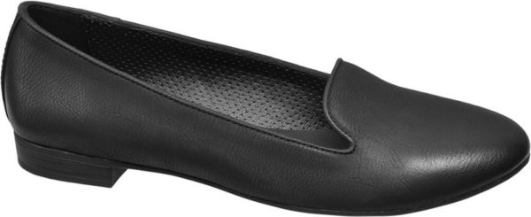 Schlicht und elegant lässt sich der schwarze Loafer von Graceland vielseitig kombinieren Mit der attraktiven Lederoptik und der schlanken Linienführung passt er sowohl zum souveränen Business Outfit als auch zu femininen Kleidern Laufsohle 1 8 cm Blockabsatz und das Innenmaterial sind Ton in Ton in Schwarz gehalten