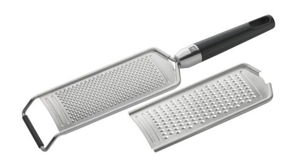 Mit der Multireibe aus der Reihe TWIN® Pure Black bietet ZWILLING einen Küchenhelfer