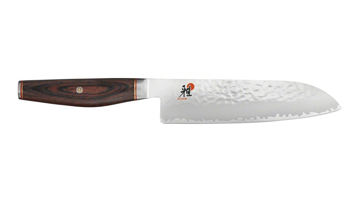 Das SANTOKU aus dem Hause Miyabi hat eine Härte von ca. 63 Rockwell und ist zum Schneiden von Fleisch