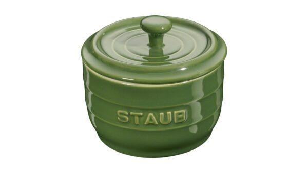 Die Keramik-Serie von Staub bietet hochwertige Aufbewahrungslösungen für Ihre Küche. Der Salztopf ist ein ideales Aufbewahrungsgefäß