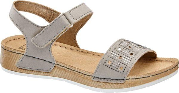 Diese hochwertige Sandale von Easy Street ist eine tolle Wahl für alle die auch im Sommer ein angenehmes Tragegefühl erwarten Durch das Innenmaterial aus Leder kommt es nicht zu schwitzenden Füßen und die breite Sohle sorgt für einen bequemen und sicheren Gang Und auch das modische Aussehen kommt hier nicht zu kurz auf dem dezenten Grau des Schuhs kommen die unterschiedlich großen Strasssteine besonders gut zur Geltung