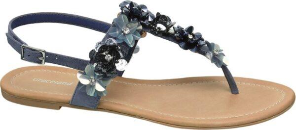 Mit dieser stylischen Sandale hat Graceland einen bezaubernden Begleiter für die schönsten Tage des Jahres kreiert Sie kombiniert ein verstellbares Fersenriemchen mit einem breiteren Querriemen und einem Mittelriemen der in einen Zehentrenner Steg übergeht Blumenapplikationen und funkelnde Schmucksteine sorgen für Romantik und Glamour Sie erhalten die trendige Sandale in Weiß Pink Fuchsia Schwarz und Blau Sohle und 1 cm Absatz sind jeweils beigefarben
