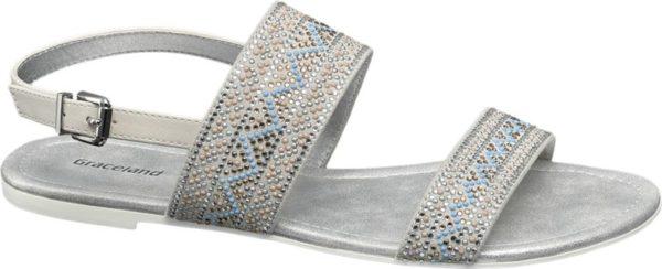 Die graue Sandale von Graceland verströmt glamourös angehauchtes Ethno Flair Unzählige schimmernde Strasssteinchen und Ziernieten arrangiert zu ethnisch inspirierten Mustern schmücken die beiden Riemen über dem Spann Vorne ist der Schuh offen designt im Fersenbereich sorgt ein verstellbares Riemchen für guten Halt Mit ihrer luftigen Gestaltung ist die Sandale perfekt für die heißesten Tage des Jahres geeignet