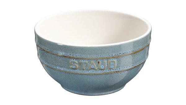 Die Rührschüssel der Serie Ceramic by STAUB in Elfenbeinweiß ist ein echter Alleskönner in der Küche. Darin bereiten Sie nicht nur Dressings und Saucen zu