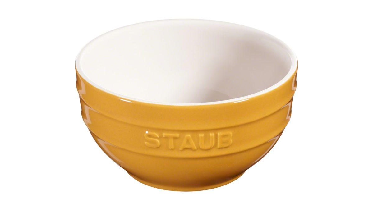 Mit dem Keramikgeschirr von Staub können Sie französisches Lebensgefühl auf Ihren Tisch zaubern. Die Schale mit 14 cm Durchmesser präsentiert Ihre Speisen im charmanten Stil. Die hochwertige Qualität und Funktionalität von Staub machen die Schale zum vielseitig einsetzbaren Geschirr - in der Küche und auf dem Tisch. Das Geschirr ist pflegeleicht