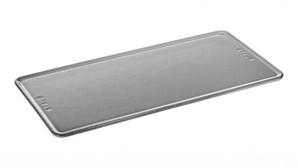 Die neue STAUB Servierplatte in den Maßen 30 x 15 cm ist ideal zum Anrichten und Servieren im Stile exklusiver Gastronomie. Denn jeder kulinarische Erfolg hat es verdient
