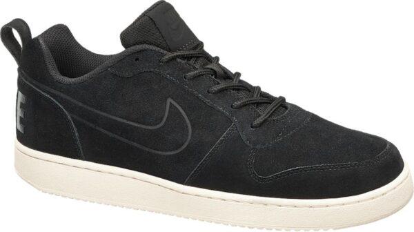 Der Sneaker COURT BOROUGH LOW PREM von Nike kommt in einem klassischen Design und schlichten Farben daher Die starke Laufsohle in Weiß bildet dabei einen farblichen Kontrast zu dem schwarzen Schuh Das schwarze Innenmaterial ist aus atmungsaktivem Mesh das Obermaterial aus Leder gefertigt Das Logo des Labels ist auf der Seite und der Hinterkappe zu finden
