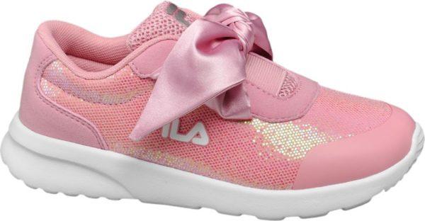 Glanz und Glamour für junge Fashionistas bietet der rosafarbene Sneaker von Fila Das Obermaterial besteht aus Textil und PU mit Glitzer Effekten der extra breite Schnürriemen aus schimmerndem Satin Selbstverständlich wurde auch an den Komfort gedacht Der Sneaker verfügt über eine Lightweight Sohle und ein angenehm weiches Innenmaterial aus Mesh und Textil Schaft und Lasche sind bequem gepolstert