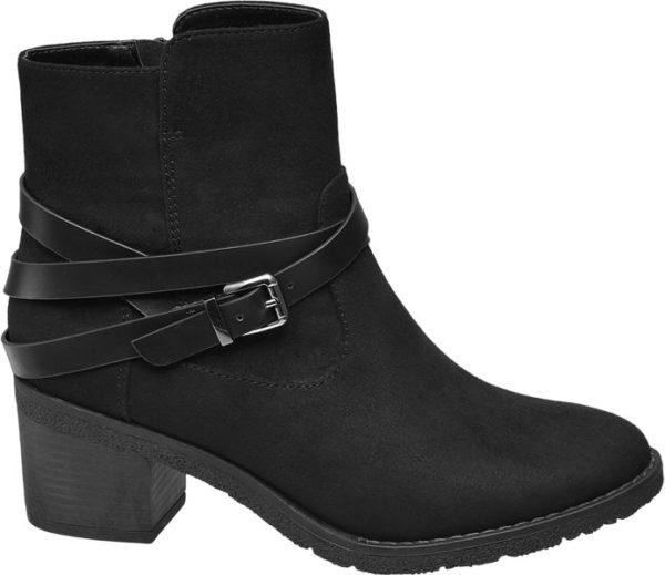 Die Stiefelette von Graceland ist nicht nur ein echter Hingucker Sie hält zusätzlich den Fuß auch im Winter warm Der Schuh ist mit Warmfutter ausgestattet so dass die Füße auch in der kalten Jahreszeit nicht frieren Der Blockabsatz hat eine Höhe von 6 cm Ein Riemen ziert den Schaft der schwarzen Stiefelette die Schnalle ist Silber