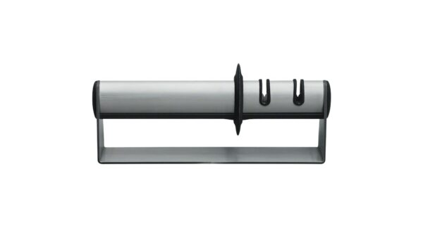 Der Messerschärfer TWINSHARP Select ist mit zwei Modulen ausgestattet. Diese sorgen für beste Ergebnisse und bringen Ihre Messer wieder in Form. Der Schärfer besteht aus Edelstahl und ist daher langlebig und robust. Gleichzeitig zeichnet er sich durch sein elegantes Erscheinungsbild aus. Die beiden Module sind räumlich voneinander getrennt und ermöglichen eine einfache und unkomplizierte Verwendung. Das erste Modul wurde so konzipiert