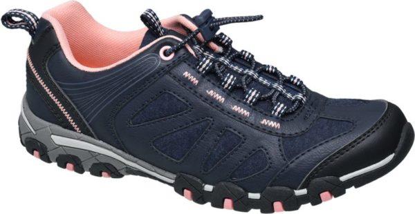 Dank elastischem Schnellverschluss ist der blaue Trekking Schuh von Graceland im Handumdrehen an und ausgezogen Er ist bequem geschnitten aus einem robusten Material Mix aus PU und Textil gefertigt und im Fersenbereich für guten Halt verstärkt Die Laufsohle ist griffig profiliert Rosafarbenes Mesh und Textil im Innenmaterial verleihen dem sportlichen Schuh eine feminine Note