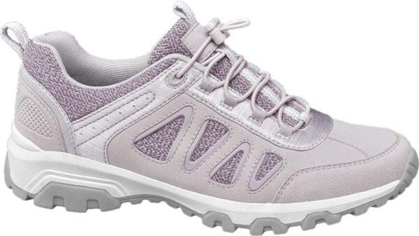 Wer denkt dass Trekking Schuhe immer rustikal anstatt cool aussehen kann sich von diesem Graceland Modell eines Besseren belehren lassen Es erinnert eher an einen urbanen Sneaker als an einen Wanderschuh und zeigt sich in der modisch frischen Farbkombination von Lila Flieder Weiß Gleichzeitig ist der Schuh bequem geschnitten robust verarbeitet und mit einer stabilen profilierten Laufsohle ausgestattet die für Trittfestigkeit sorgt